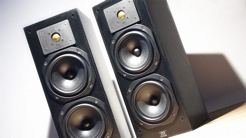 2 Monitor Audio Monitor 14 speakers
